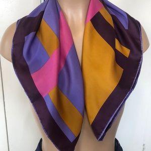 "Beautiful VERA 💯 % silk scarf 26X26"""